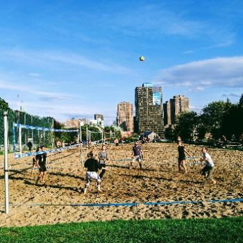 Le tournoi de volleyball de Omnicom Media Group amasse 2092$ au profit du bec