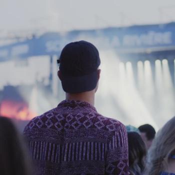 Amer d'être «pogné» derrière un grand dans un festival?