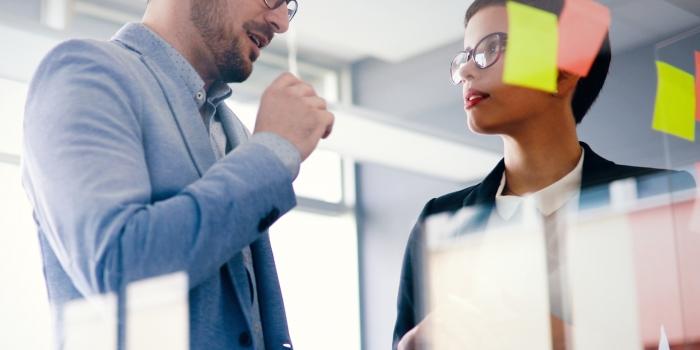 Oser les conversations courageuses: l'art de dialoguer pour mieux communiquer